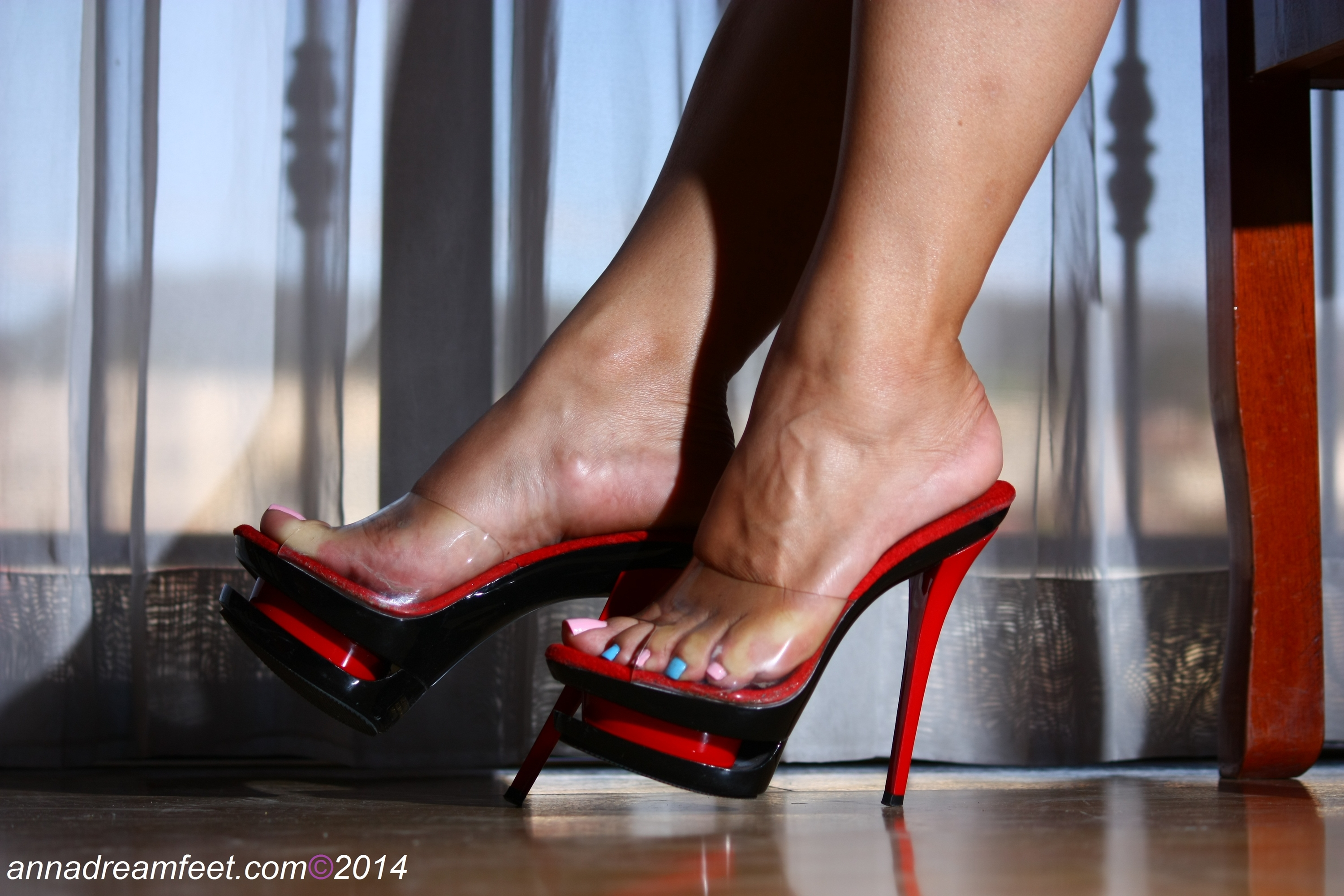 Candid feet in flipflops at the tax collector - 1 part 4